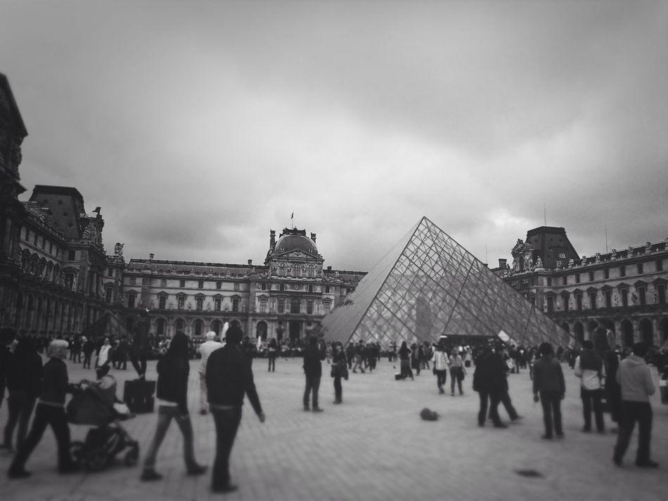 Musse Du Louvre Ruble Travel Monochrome
