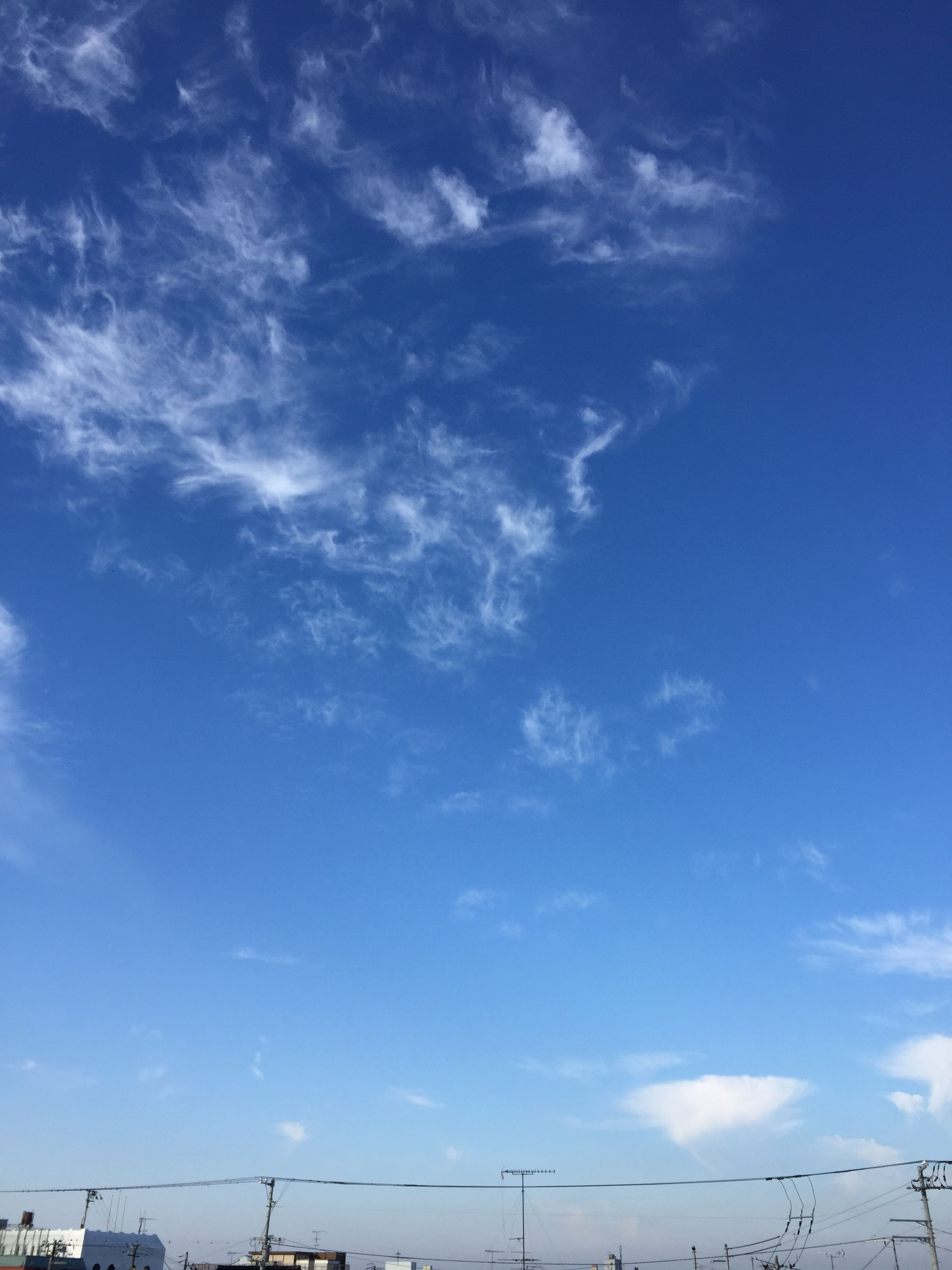 low angle view, sky, blue, cloud - sky, cloud, cloudy, nature, beauty in nature, tranquility, scenics, day, outdoors, no people, tranquil scene, sunlight, backgrounds, cloudscape, idyllic, white color, sky only