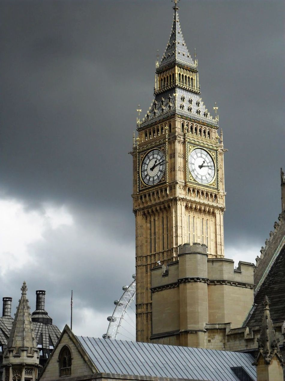 Clock Tower Travel Destinations London Big Ben Architecture Built Structure Tower Clock Sky Cloud - Sky Outdoors City Clock Face London Eye Londonsky Friends Vacations Good Times England United Kingdom Clouds And Sky Low Angle View Time Building Exterior Day