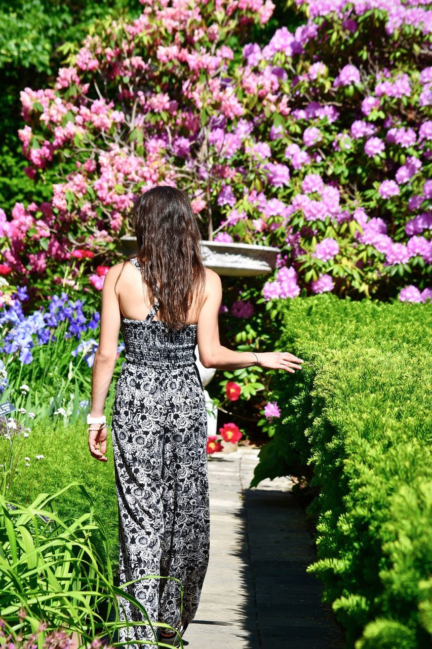flower, rear view, real people, nature, plant, day, standing, growth, one person, outdoors, field, leisure activity, lifestyles, women, beauty in nature, full length, freshness, young women, tree, fragility, young adult, people