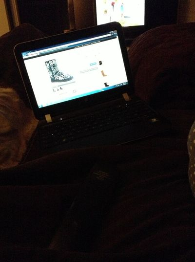 Me And My Ma Chillin ! Internet Shopping !
