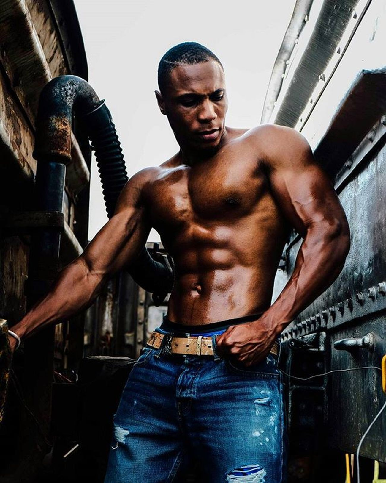 Fitness shoot with @nigelalto Fujifilm Fujifilmxt10 Fujifilmxseries Fitness Muscle Model Physic Gains Fitnessworld Fitnesscoach Fit Abs Chest Photoshoot Train Railway Exercise Gym