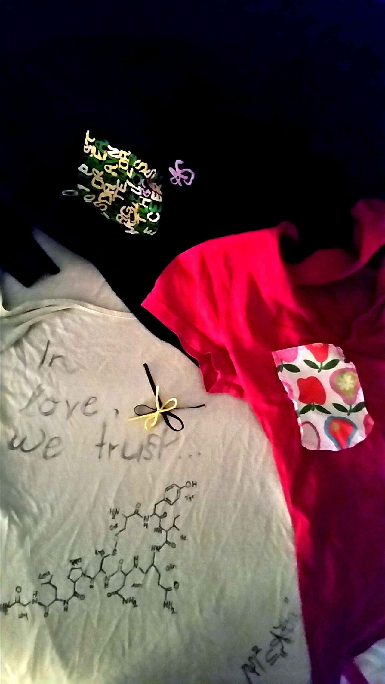 in love - we trust. Oxytocin Art Is My Life Art Photography Creativity Fashion Photography Tshirt Designer Instafashion Artphoto No People Urban Lifestyle Best Shots EyeEm Scienceworld Chemistry Nähen Tail Tailor Tailored EyeEm Best Shots Zynismus Sarcasm New Talents Love Lovely Tshirt Tshirtcollection