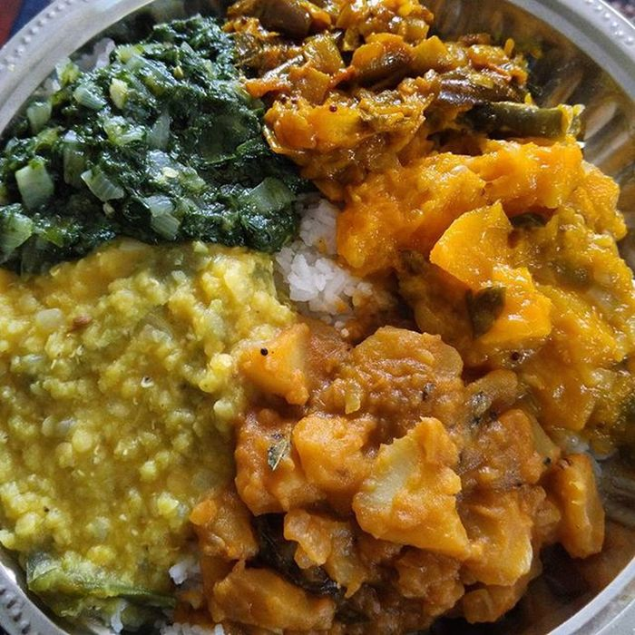 Made this frm scratch tho, for the fams & i 😎.. But still doesnt beat amma's cooking 😍 Basmati Basmatirice Rice Paruppu Dhal Keerai Spinach Pumpkin Pumpkincurry Eggplantcurry Potato Potatoes Potatocurry Homemade Spicy Tamilfood Srilankanfood Food Vegetarian Vegetables Curry Cheffin