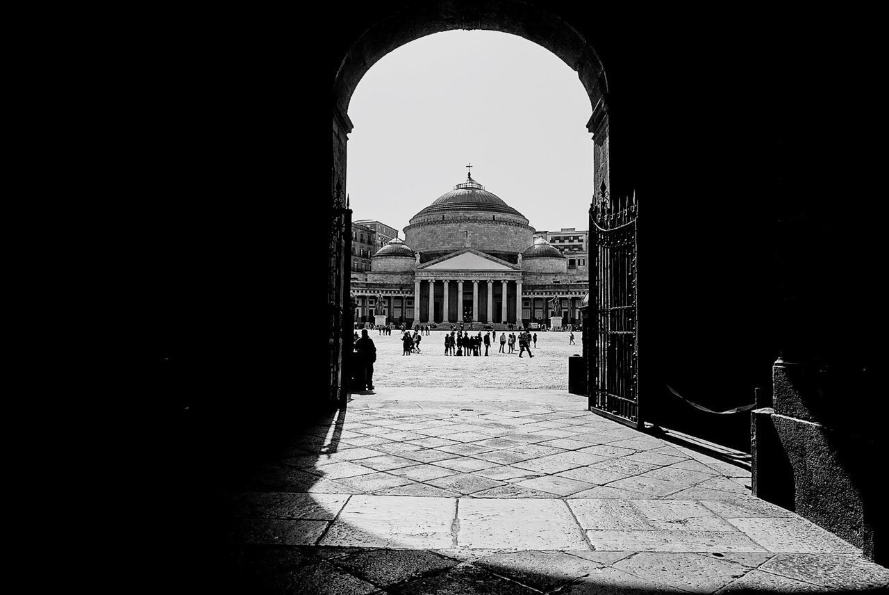 Napoli, piazza plebiscito Architecture Arch Built Structure Building Exterior History The Way Forward Day Outdoors Travel Destinations No People Holiday City Architecture_collection Streetphotography Monochrome Photography Napoli ❤ Naples Napoli Monochrome Napoliphotoproject Street Visiting Architectural Column Architecture