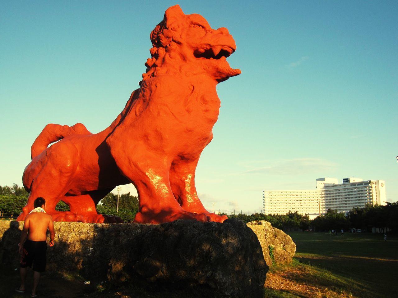 沖縄 残波岬 シーサー 日本 Japan Animal Representation Statue Sculpture Outdoors Clear Sky Nature Day Sky Built Structure Architecture Beauty In Nature Building Exterior どデカイ!!シーサー