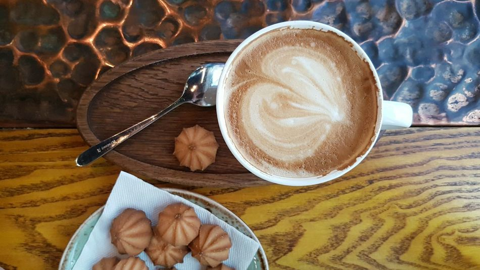Drink Coffee - Drink Refreshment Food And Drink Table Frothy Drink Cappuccino Indoors  No People Freshness Close-up Day Latte High Angle View Food Morning Texture Cup White Cup Cookies Energy Froth Art Latte Indoors  Refreshment