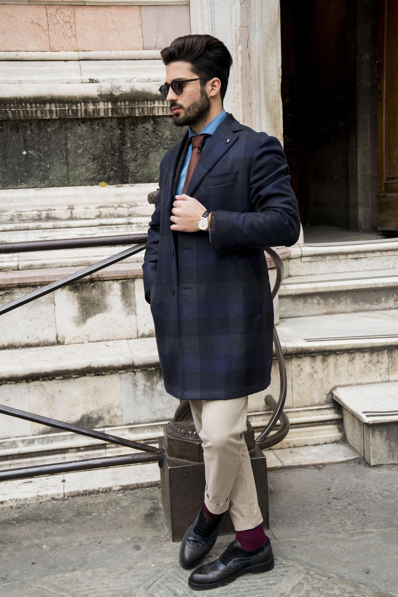 "En-🇬🇧 Do you remember the last Pitti? This edition I wore this fantastic coat by Sartoria La Torre. Very high quality and innovation as well as uniqueness given by the thimble. This Brand is one of those companies that make me feel more and more convinced that ""Made in Italy"" is Precious 🇬🇧 —————————————————————— It-🇮🇹 Ricordate lo scorso Pitti? Per questa edizione ho indossato questo fantastico cappotto by Sartoria La Torre. Altissima qualità ed innovazione oltre che unicità data dal ditale. Questo Brand fa parte di quelle aziende che mi rendono sempre più convinto di quanto il Made in Italy sia prezioso.🇮🇹 Beard Classy Coat Duomo Elégance Fashion Florence Hair Hairstyle Lifestyles Man Marcoparrino Men Mensfashion Ootd Outdoors Philipwatch Pitti91 Sartorialatorre Shirt Socks Sunglasses Tie Watch Watches"