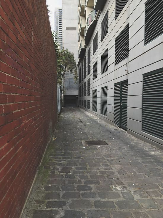 IPhone SE Building Exterior Architecture Built Structure The Way Forward Brick Wall Melbourne City Melbourne City Architecture Modern City Street Narrow Street Cobblestone Empty Day City Long Diminishing Perspective Alley Walkway Surface Level Footpath No People