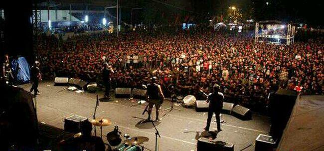 CROWD ROCK IN SOLO 2013 Rockinsolo RIS2013 Rockfest INDONESIA