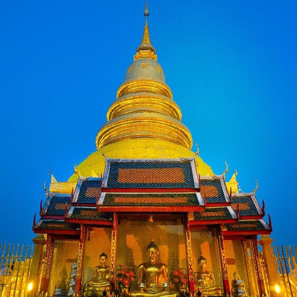 Spiritual Pyramid . . . Fujifilm Spiritual Spirit Pyramid Golden Buddhism Thailand_allshots Igerth Ig_thailandia Lamphun Ig_chiangmai Gf_thailand Gf_daily Temple