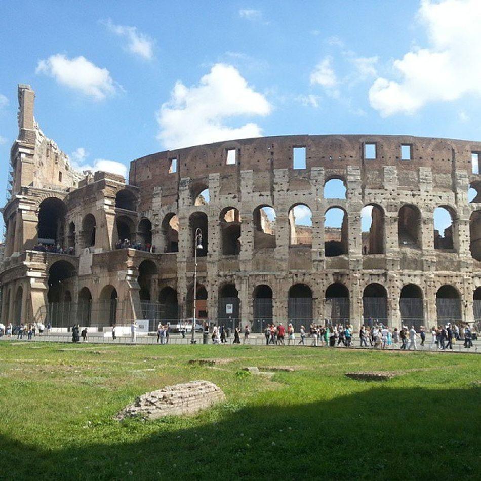 Roma Roma Colesseo Travel Beautiful Day Architecture Taking Photos Monument Photooftheday Eyem Best Shots