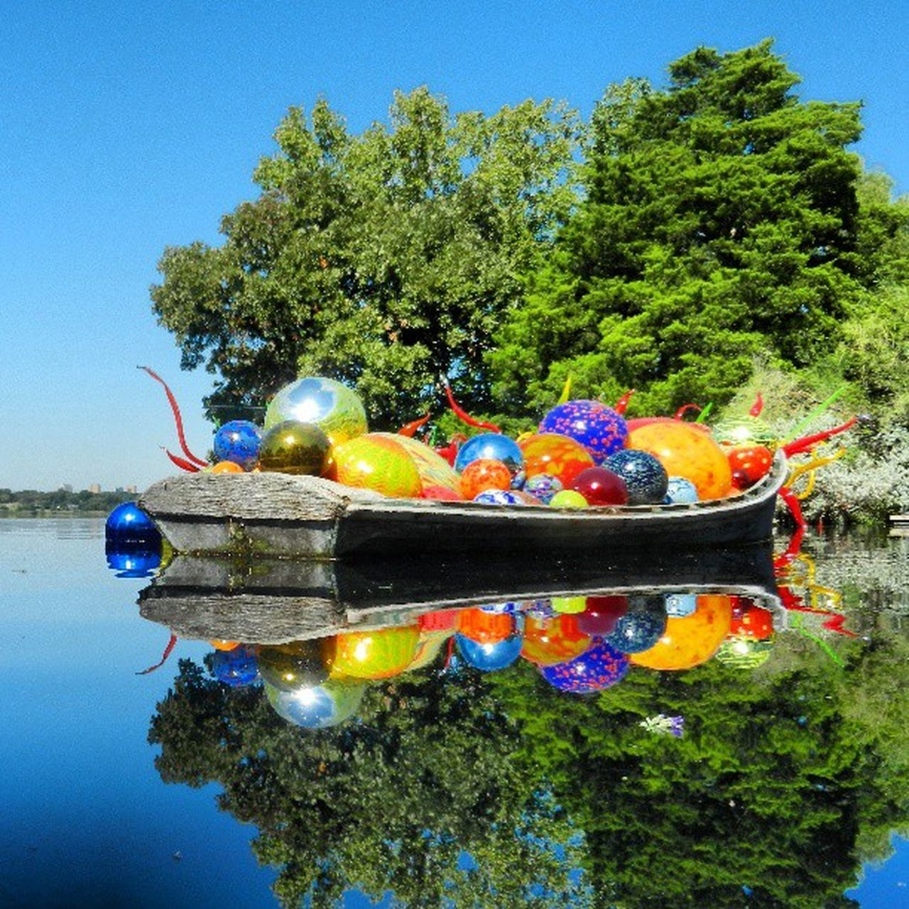 An old shot I took of the Chihuly exhibit at the Dallas Arboretum. Inspireseamus Global_hotshotz _the_vent_