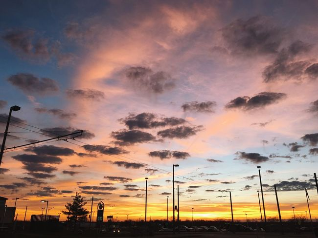 This is amazing Check This Out Hello World Relaxing Enjoying Life Silhouette Beautiful Nature_collection EyeEm Nature Lover Clouds And Sky Sunset Urban Geometry