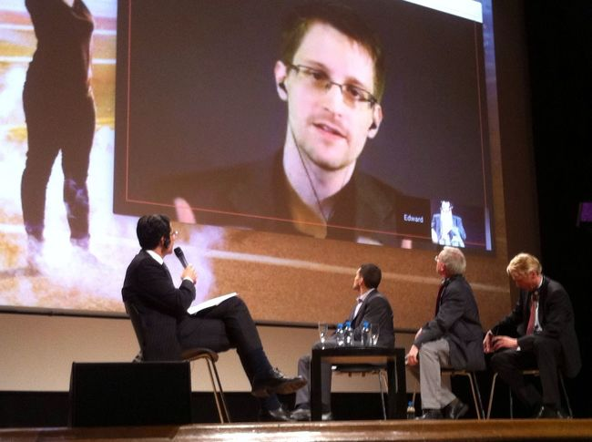 EDWARD SNOWDEN LIVE The Human Condition Under Pressure Swiss Asylum Edward Snowden Spectator People WOW Living Bold