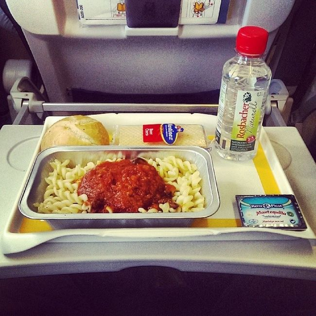 Pasta and chicken, maybe the most typical airline meal? #UpInTheAir #Inspiredby #FoodSpotter #FlyingMUC Upintheair Flyingmuc Foodspotter Inspiredby