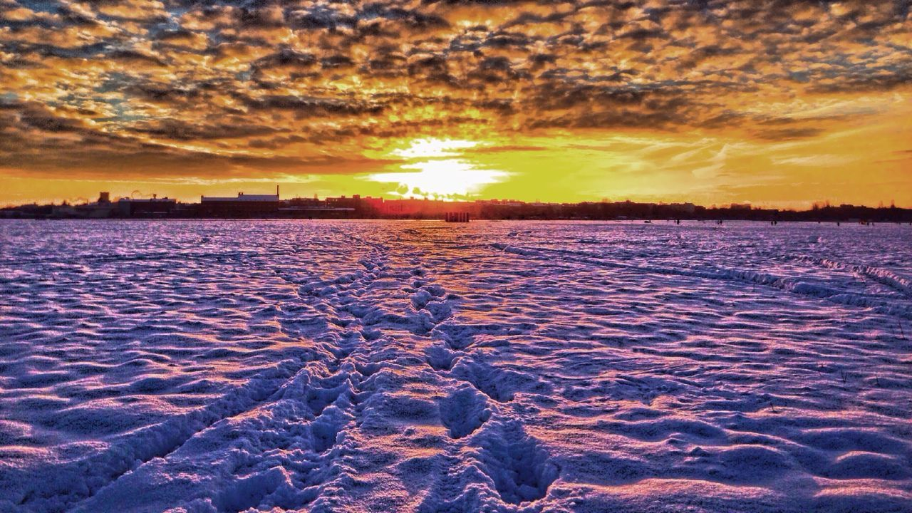 Sunset Winter Snow Urban Landscape Violet By Motorola HDR Clouds And Sky Deepfreeze The Great Outdoors - 2015 EyeEm Awards