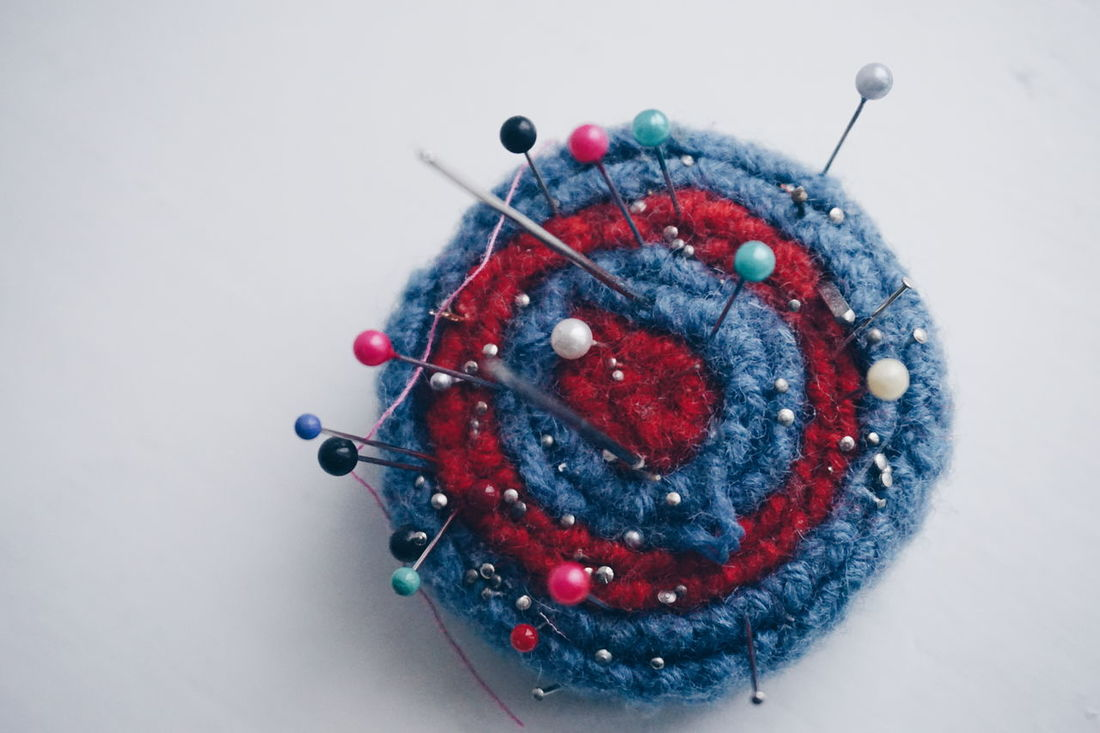 pincushion Straight Pin Needlecraft Product Multi Colored Close-up No People White Background Sewing Stuff Sewing Needle Sewing Sew Needles Sewing Pin Diy Project Handmade DIY Large Group Of Objects Pins Pincushion Needles And Pins Skill  Creativity Homemade Wool Details Studio Shot