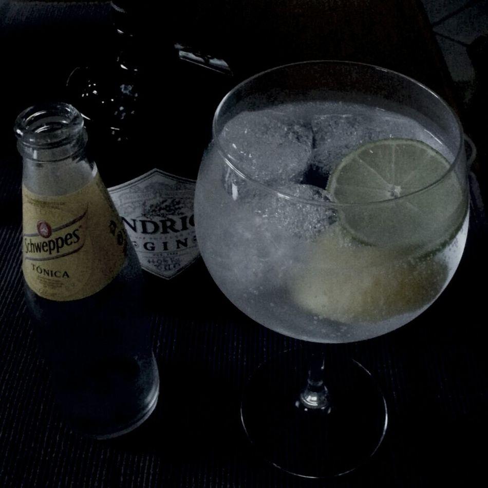 Good Evening Gin Tonic Schweppes Hendrick's