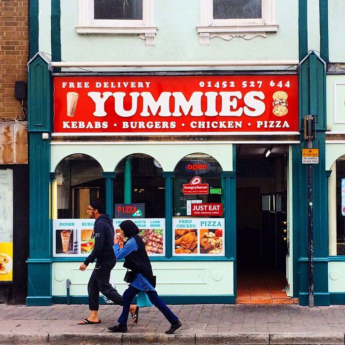 Gloucester Eastgate Street Street Yummies Restaurant Couple Walking Store Shop Streetphotography