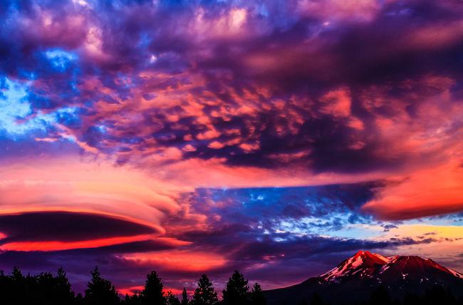 Mount Shasta, California Lake Shastina C.a Volcano Magic Hour Magic Places Northern California Sky Clouds And Sky Landscape Mountains Diamond Mafia Photography Colorful Sky Beatiful Nature Lenticular Cloud Mysterious Alien Phenomenon
