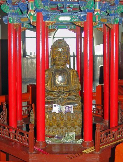 Altars China Religion Buddha Symetricphoto Symmetry Symetry Symetrie. Symetric Symétrie Symetrical Traveling Tourist Travel Travelphotography Tourism Beautifully Organized