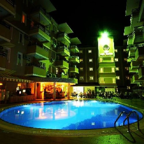 Pool området på hotellet Kleopatraada Poolarea Alanya Turkey