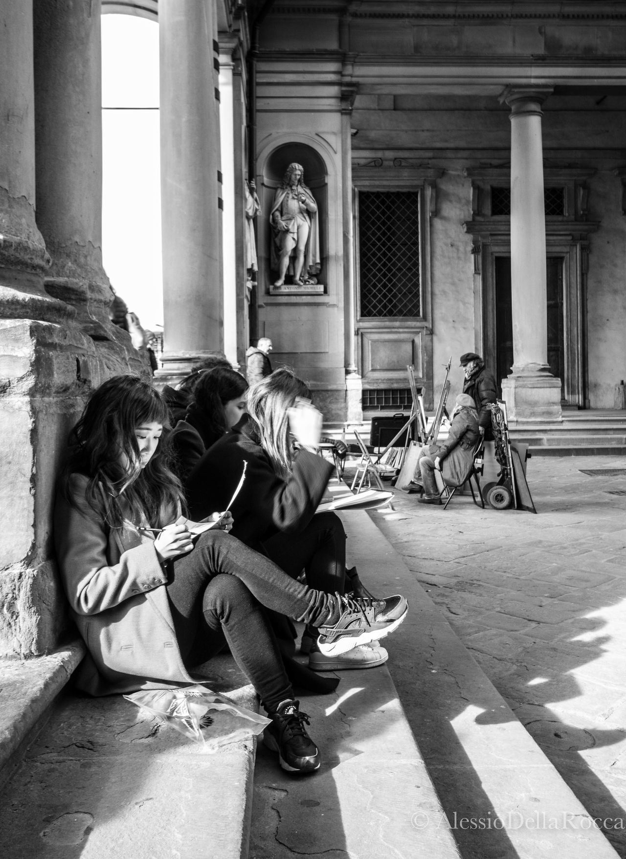 Blackandwhite Building Exterior Designers Florence Outdoors People Personal Perspective Picture Pictures Real People Realpeople Sitting Streetphotography Uffizi Young Women