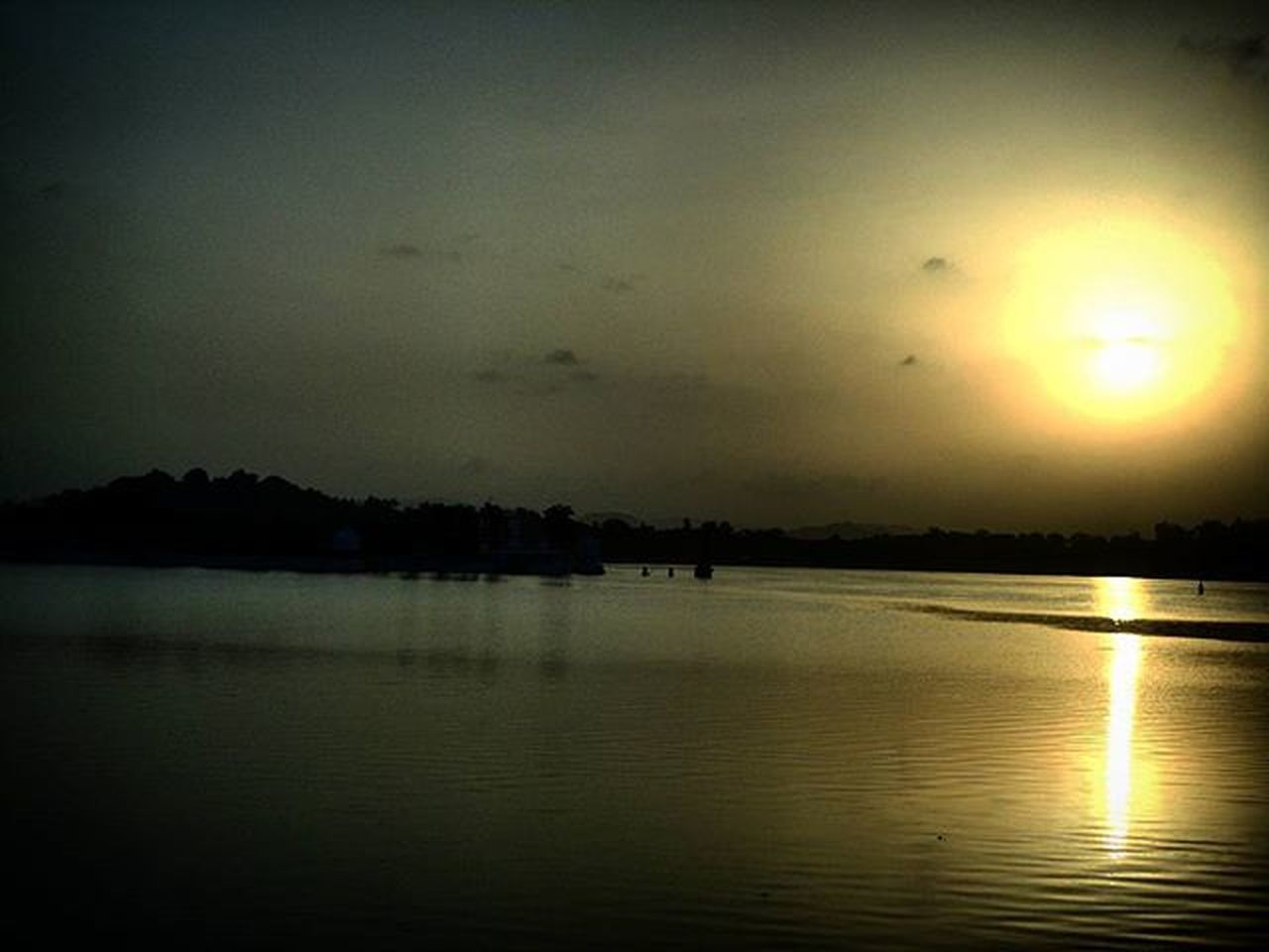 MerryChristmas Toall Looking at the Sun rising is my Favourite Timepass Sun_cic Sunrose Morningclicks @sunriseporn @sunrise_and_sunsets @sunrise_over_sea @exclusive.sunset @sunrise_sunset_heaven Instauploads Morningdiaries PixelAthon MorningCliche Mysnap Reflection_in_the_lake NatureStrokes MrngTo_all