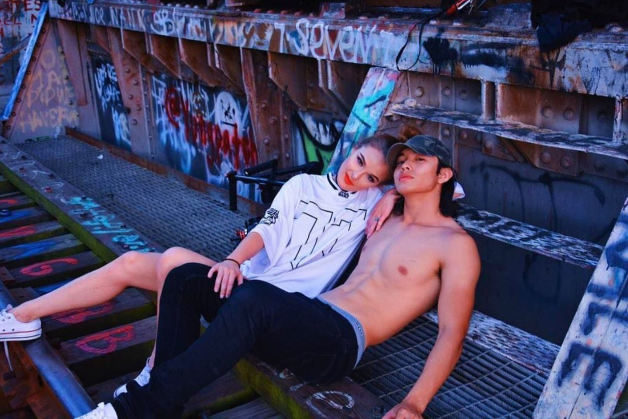 Two People Full Length Mid Adult Young Adult Young Men Togetherness Leisure Activity Lifestyles Sitting Young Women Men Smiling Adults Only Day Happiness Real People Outdoors Adult Architecture People