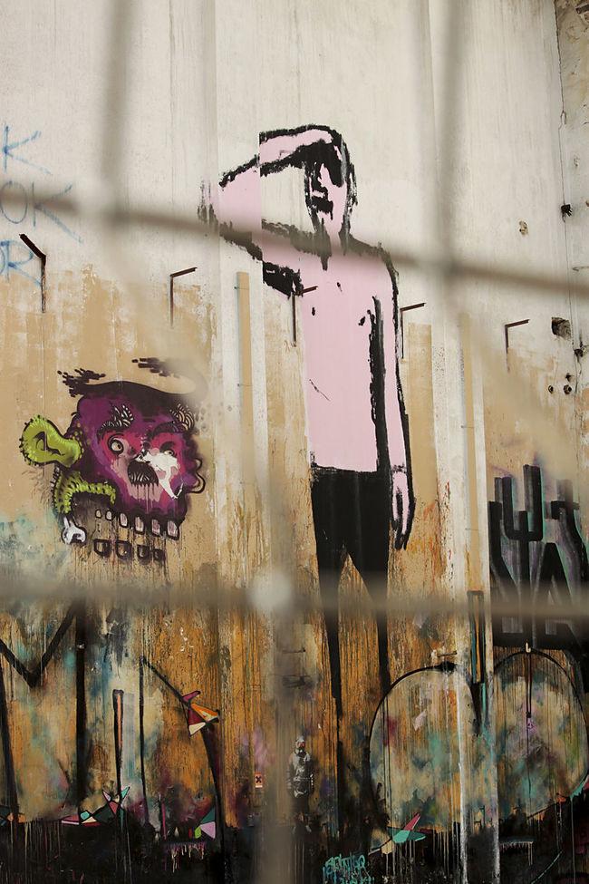 street art in Berlin Art Behind Berlin Blicken Creative Creativity Graffiti Man Multi Colored No People Street Art Streetart Suchen  Wall