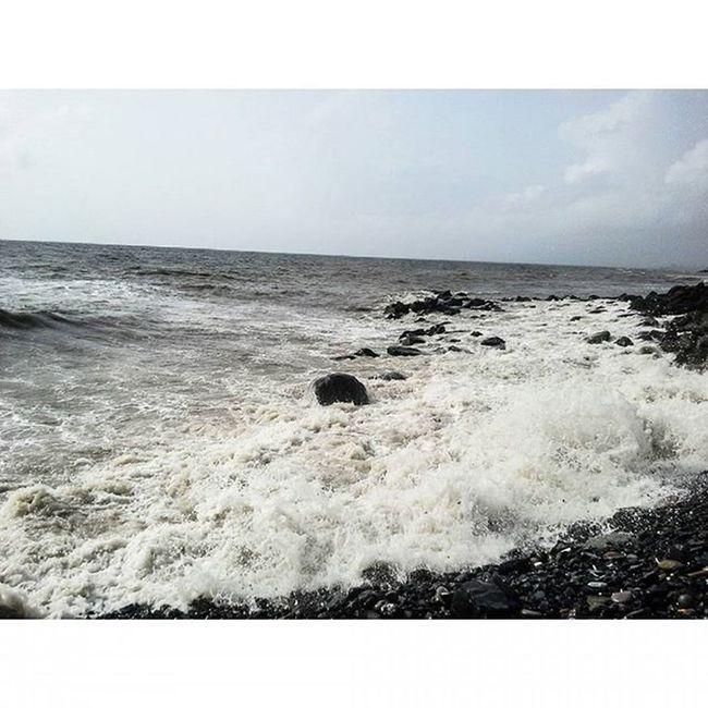 🌊👣😊😃👌💜Sea Peace Bliss Waves Blue Aqua MalabarHill Malabarhills Things2doinmumbai Mumbai Mumbaiinstagrammers Instagram Realxing