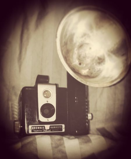 Old-fashioned Retro Styled Antique Photography Themes No People Indoors  Camera - Photographic Equipment Film Industry Day Photo Shoot Lovephotography  Old-fashioned Close-up Lovephotography  Photography Is My Escape From Reality! Check This Out 😊 Female Photographer Photography By Me Life Is Beautiful Old Brownie Camera Brownie Hawkeye Photography Is My Therapy Photos Of Life Old Camera Equipment