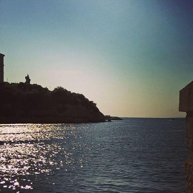 A contraluz. Massilia Marseille Mediterraneansky
