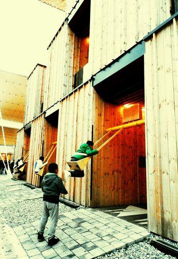 Milano Swinging Altalena Capture The Moment