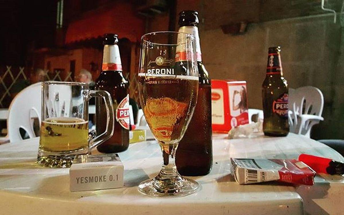 Time spending with friends and beer 😊 @daily.beer.post Birraperoni Peroni Peronibeer Beer Beertime Peroniperterra Italianbeer Bar Companywithfriends Spendingtimewithfriends Laseraalbar Albar Albarcongliamici Yesmoke Cigarettes Dailybeerpost Puglia Italy Thisispuglia Volgofoggia Volgopuglia