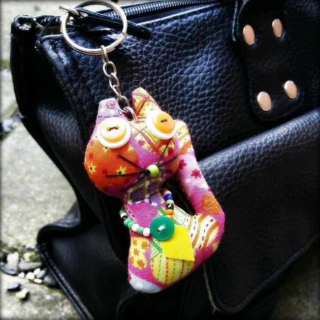 My sister Bought  me this Colorful Kitty Keychain . I Love it!! It's so Me !! PortlandSaturdayMarket GoodTimes Goodmemories Family TravelOregon PortlandOregon Cellphonephotography Pixelmixer Pixlromatic Pictureoftheday Picoftheday Photooftheday Samsunggalaxynote3