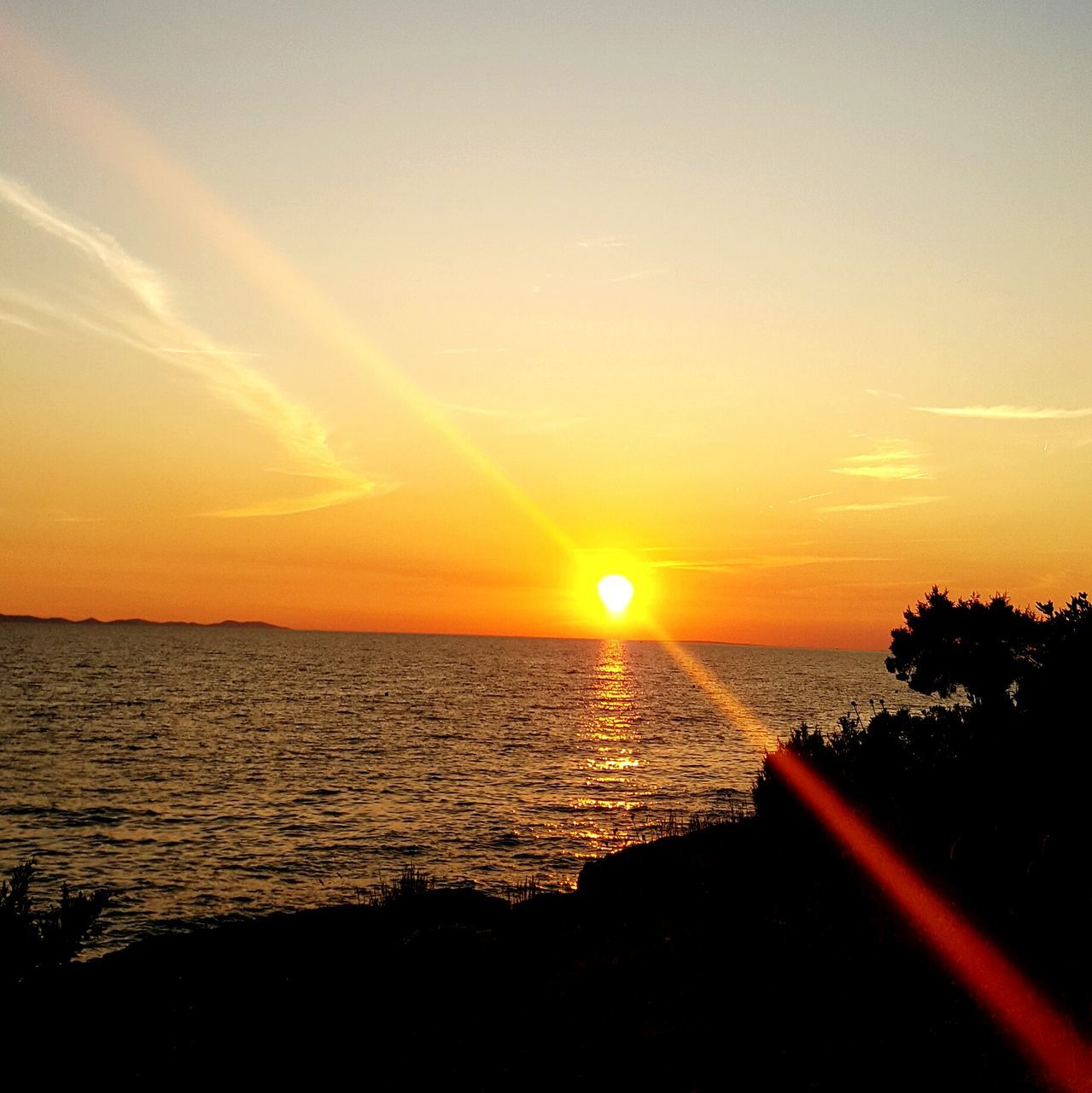 sunset, sun, orange color, beauty in nature, scenics, silhouette, sunbeam, sunlight, nature, lens flare, sea, tranquil scene, idyllic, tranquility, no people, sky, water, outdoors, horizon over water