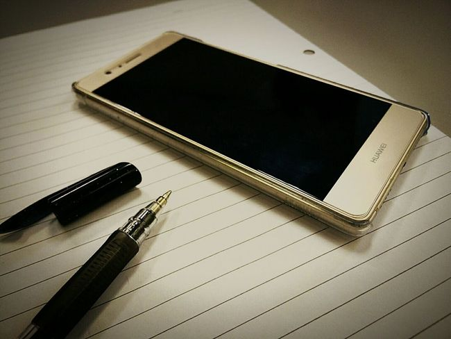 Access to world information HuaweiP9 Huawei Phone Technology Wireless Technology Digital Tablet Mobile Phone Communication Portable Information Device Smart Phone Close-up Desk Note Pad No People Connection Indoors  Sketch Pad Luxurylifestyle  Kampar Utar EyeEm Best Shots