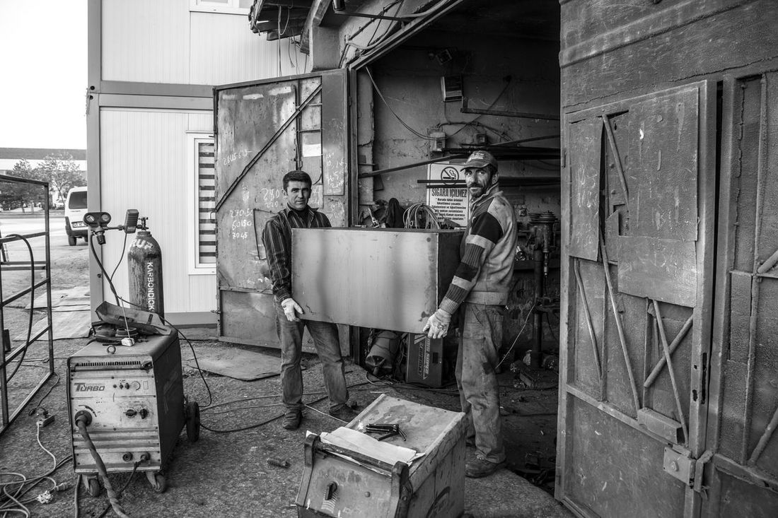 Eskişehir'on küçük sanayi sitesinden bir kaynak dükkanın işçileri. Monochromatic B&w Photography Monochrome Blackandwhite The Street Photographer - 2015 EyeEm Awards Bw Siyahbeyaz Worker Işçi Documentaryphotography
