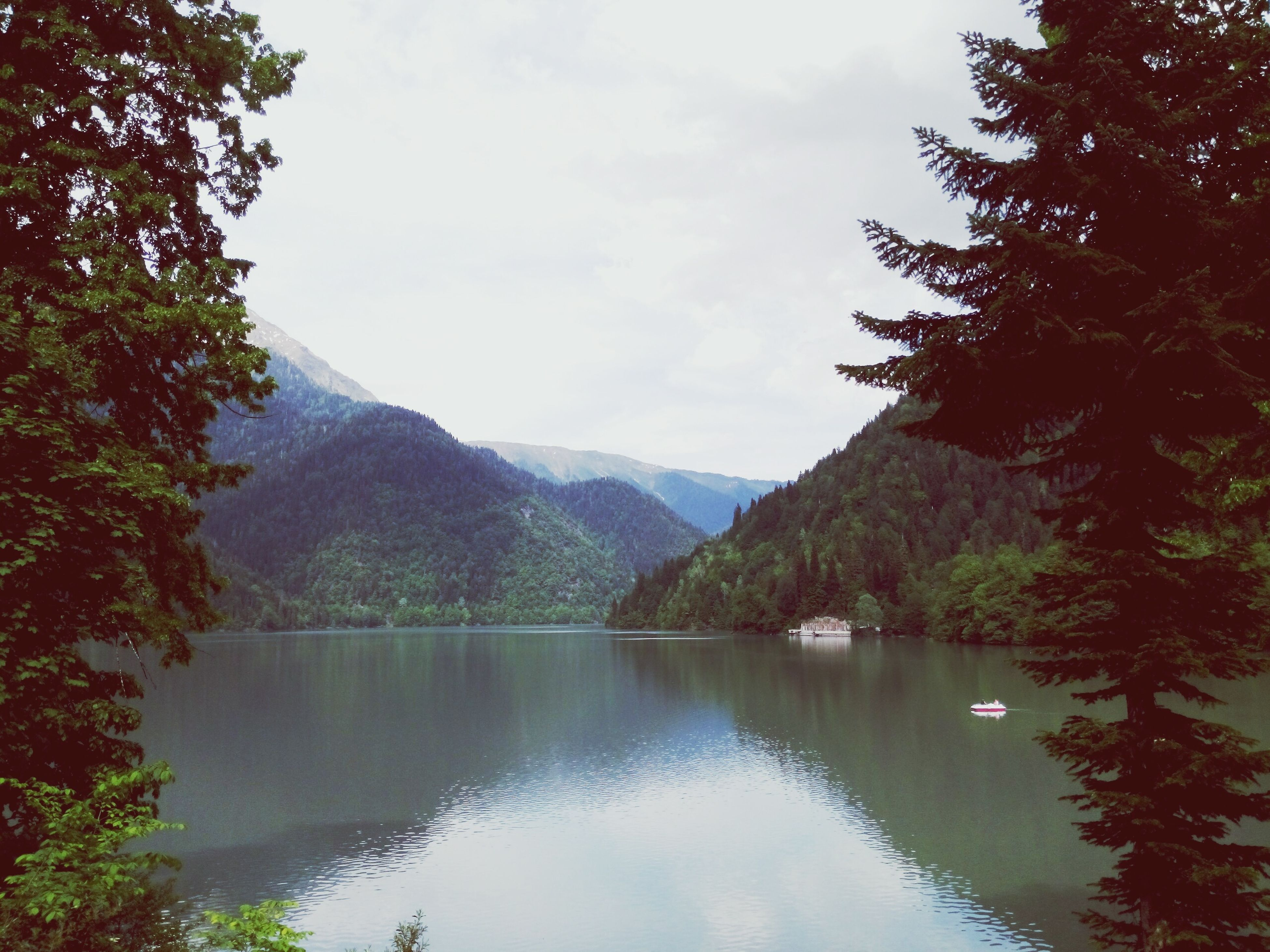 mountain, tranquil scene, tranquility, tree, water, scenics, lake, mountain range, beauty in nature, reflection, sky, nature, idyllic, waterfront, non-urban scene, river, majestic, calm, cloud, outdoors