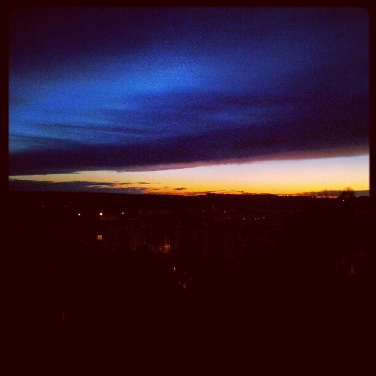 Un rayon a traverser la pièce en me retournant j'ai vu ce ciel magnifique.