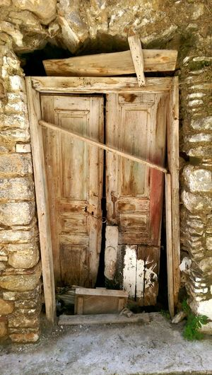 I love taking pictures of old doors. Here in Greece it's full of them.