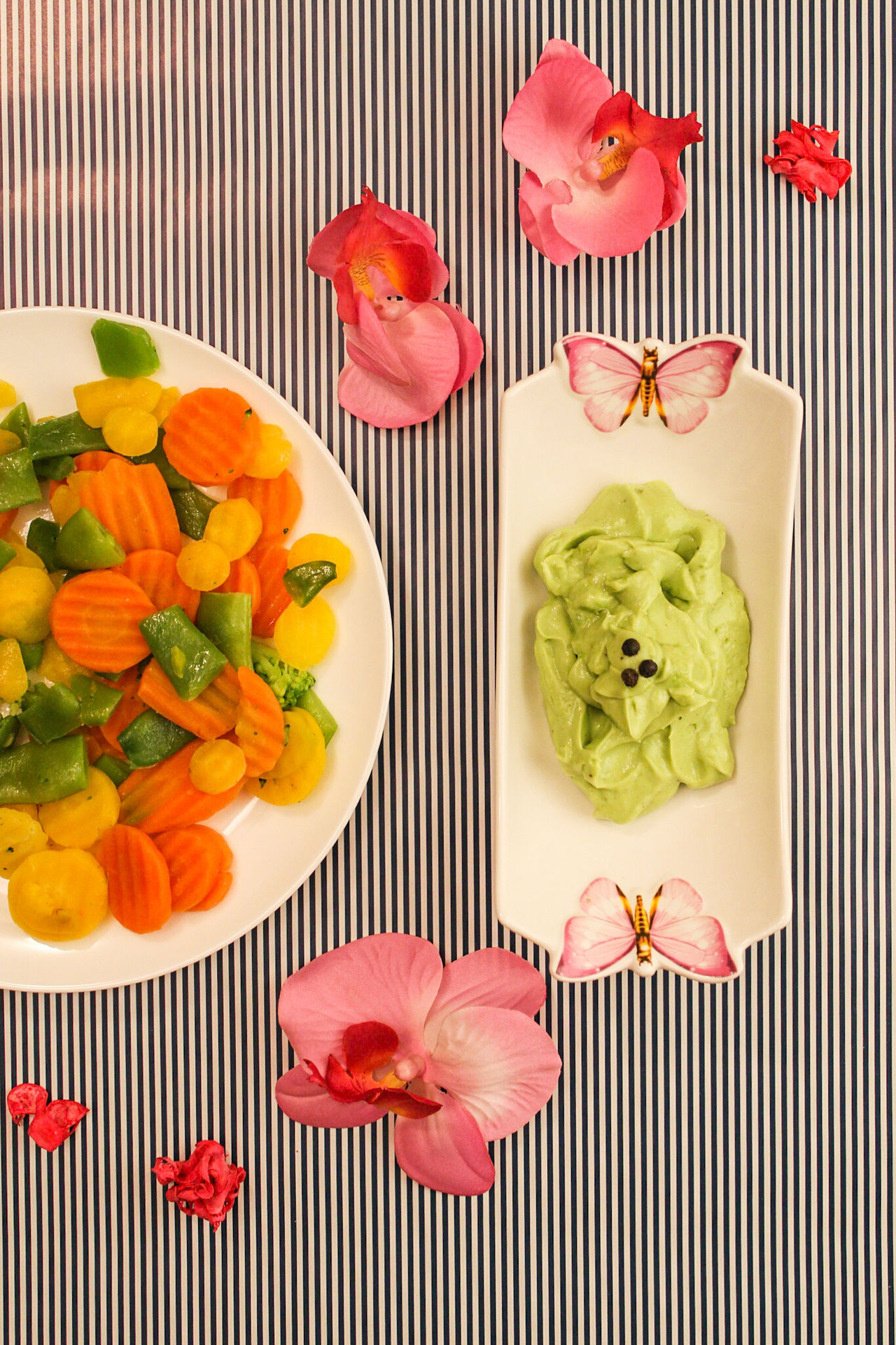 Exploring Style Healthy Eating Food Food And Drink Freshness Ready-to-eat Vegetables Guacamole Guacamoledip Serving With Style Minimalism Flowers On The Table Orchid Flower Pink Flowers