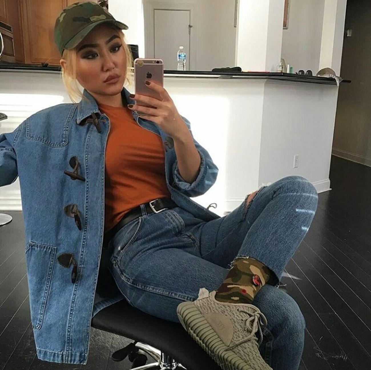 Photography Urban Fashion Urbanstyle Model Streetstyle Fashion Street Fashion Aesthetics Gorgeous YeezyBoost350 DenimOnDenim High Waisted Jeans