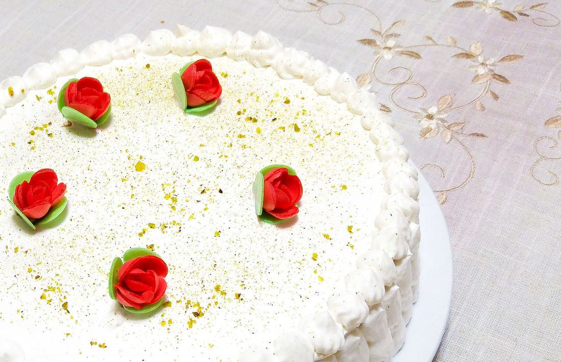 Sweet Food Cakes Chef White Roses Red Party Birthday Pistachios Table Sugar Cream Circle