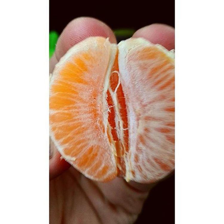 Thus ding is ah mandarina!! Eatclean Foodphotography Meins Huaweishot Detei Makro Vielevitamine Manderine Oaderdoch Klementine Likediesebild Likeesdocheinfach Ende