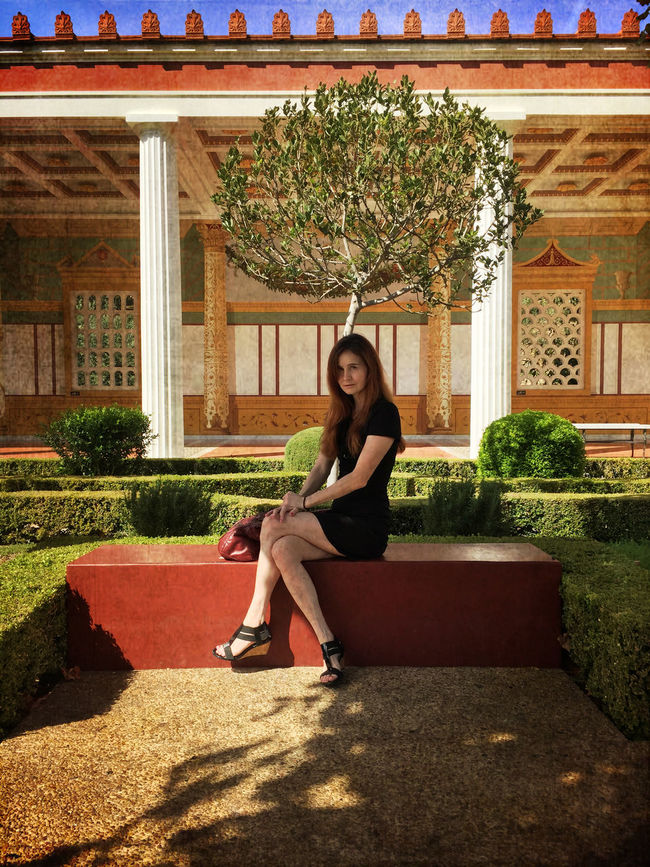 Beautiful Scenery My Lovely Wife Enjoying The Day Museum Visit Courtyard
