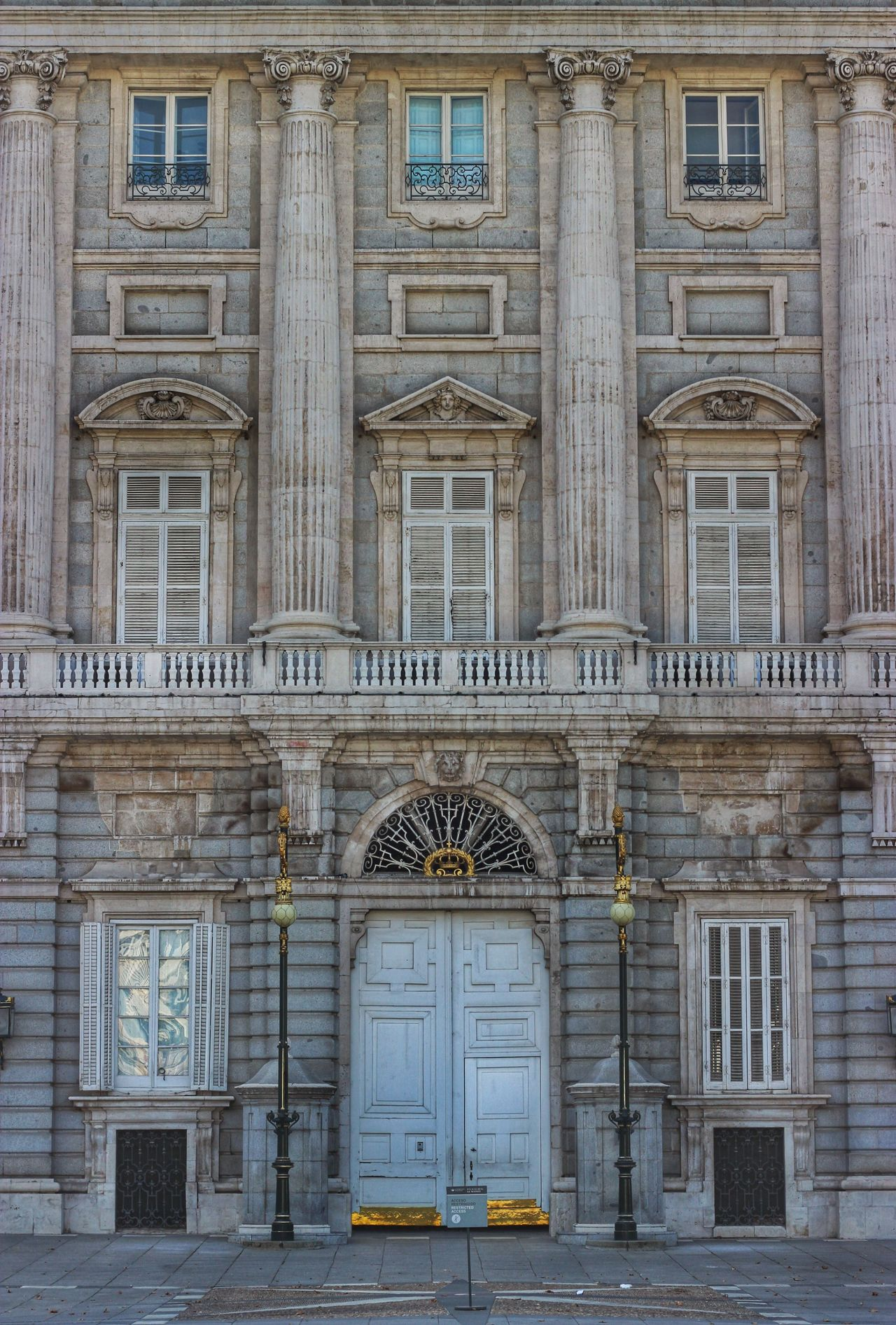 Palacio Real Madrid SPAIN Jorge L. Taking Photos Canon EOS 600D DSLR Historical Monuments Españoles Y Sus Fotos Architecture Cityscapes Composition Famous Place History No People Windows And Doors Urban Geometry