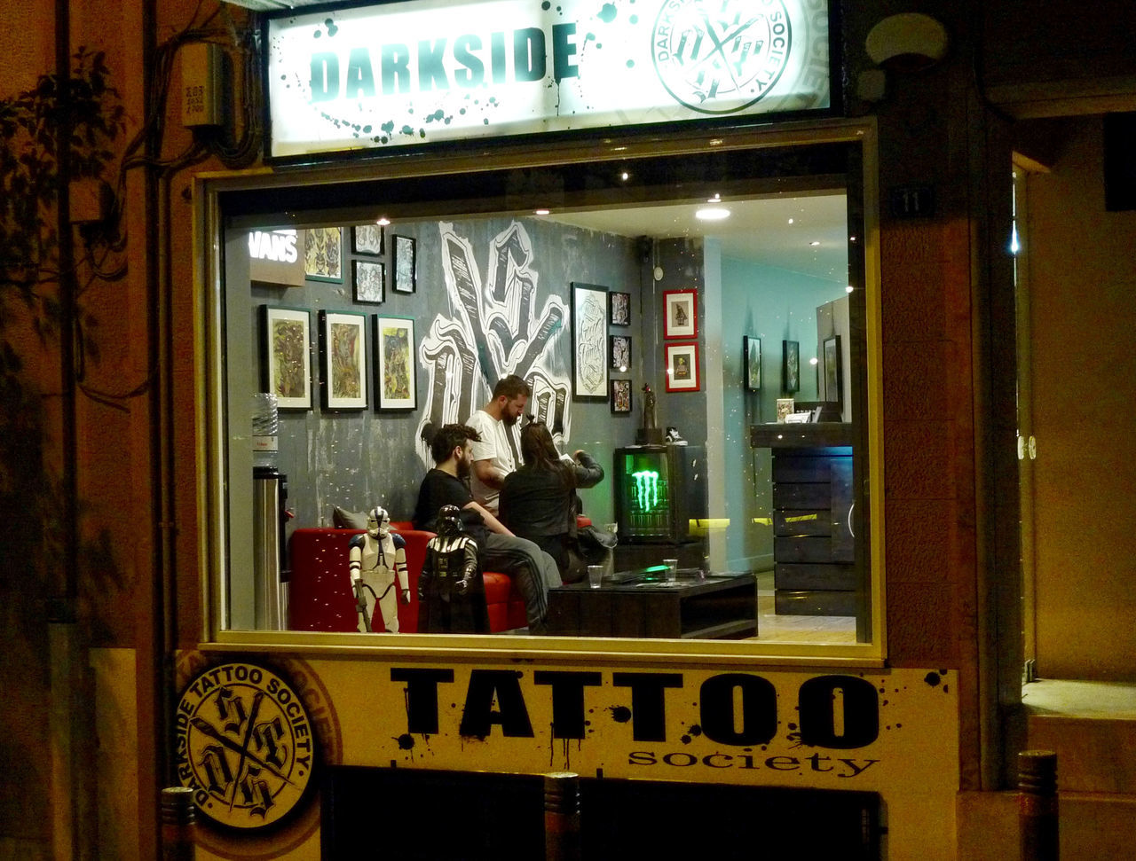 City Life Dark Side Illuminated Lifestyle Lifestyles Looking In Passing By Tattoo Life Tattoo Life Tattoo Shop
